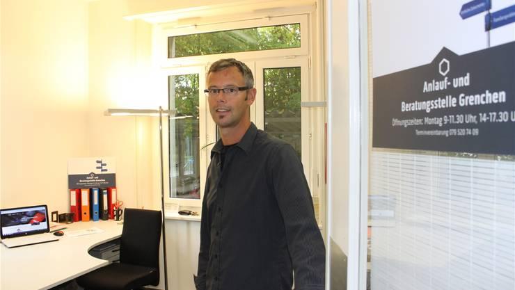 Fredo Reinhard, Leiter der Anlaufstelle, in seinem Büro an der Mühlestrasse. Andreas Toggweiler