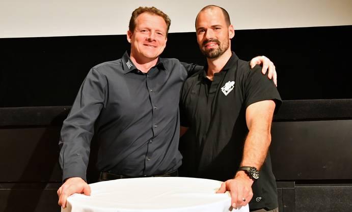 «Der Respekt steht über allem. Wir sind auch Freunde», sagt Kevin Schläpfer und umarmt Marc Grieder.