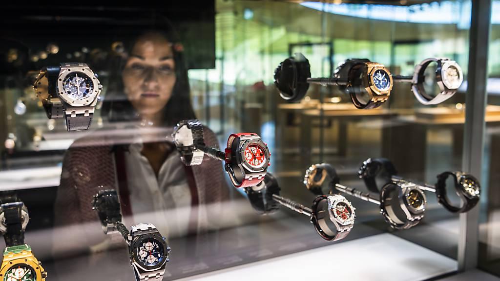 Nach dem Einbruch im Vorjahr wegen Corona sind die  Ausfuhren von Schweizer Uhren im April wie erwartet in die Höhe geschnellt. Die aktuellen Zahlen sind nun sogar leicht über dem Vorkrisen-Niveau. (Archivbild)