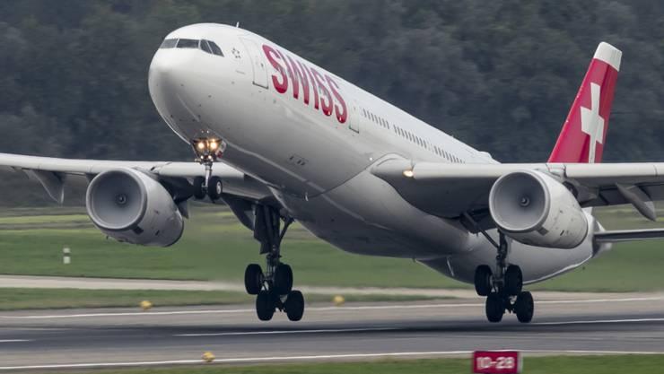 Bald vielleicht wieder in der Luft: Parkierte Maschinen der Swiss auf dem Flughafen in Dübendorf.