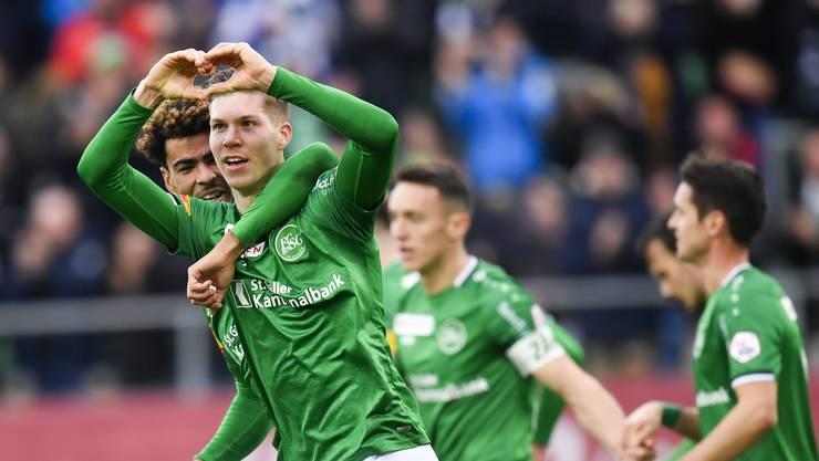 Cédric Itten: Einer der Gründe für den Höhenflug des FC St.Gallen. Einst von Basel verkannt, entwickelt er sich immer weiter zum nächsten Schweizer Klasse-Stürmer. Note 5,5