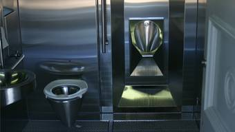 Im ehemaligen Männer-WC am Schlieremer Bahnhof eröffnete diese Woche eine neue Toilette. Die ehemalige Damentoilette bleibt geschlossen.