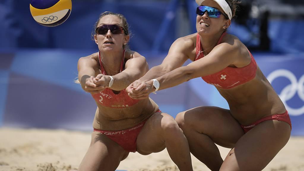 Nina Betschart (links) und Tanja Hüberli gewannen beide Vorrundenspiele und ziehen als Gruppensiegerinnen in die K.o.-Phase ein