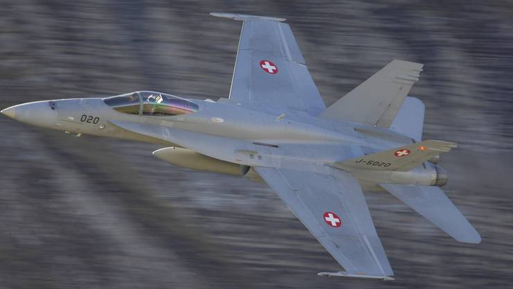 Militärjets markieren im Wallis lautstark Präsenz. KEYSTONE