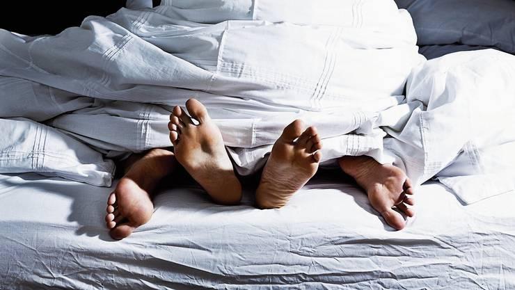 Ein Mann schlief mit einer jungen Frau. Wie jung sie tatsächlich war, erfuhr er erst später. (Symbolbild)