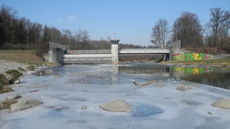 Die Kälte der letzten Tage hat beachtliche Teile der Sihl zufrieren lassen.