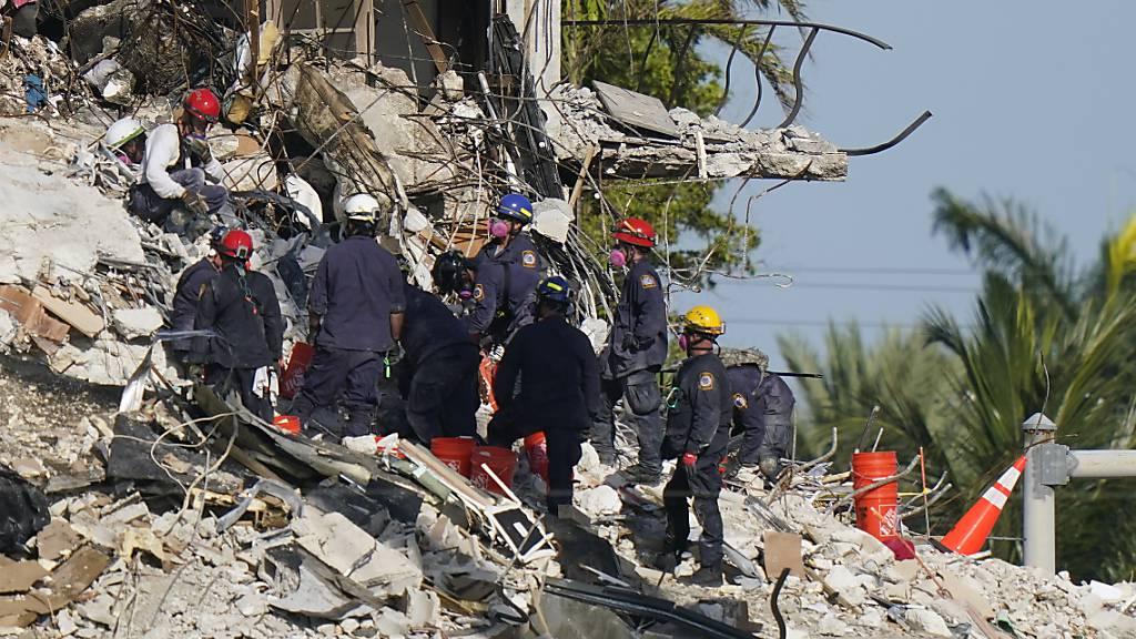 Zahl der Toten nach Wohnhaus-Einsturz in Florida steigt auf elf