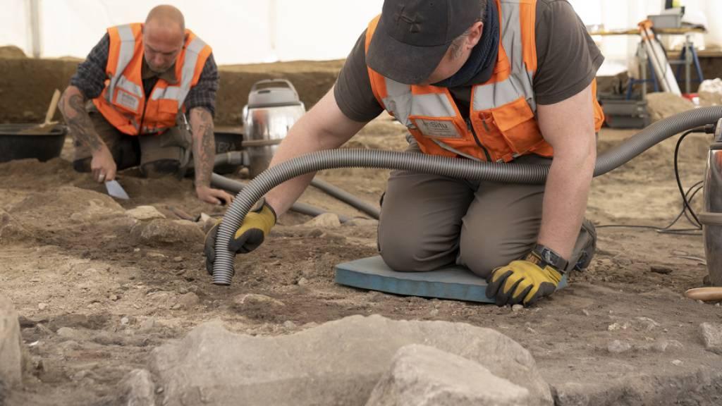 Ausgrabungen an jungsteinzeitlicher Fundstelle in Naters gestartet
