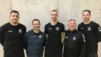 Die drei Neuen, Jonas Dell, Srdjan Predragovic und Alexander Spende, posieren im Trikot des RTV Basel.