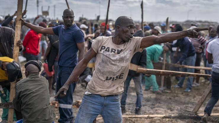 Die Hütte von Alex Madikane hätte wegen des Coronavirus abgerissen werden sollen: Die Südafrikanische Regierung versucht, Häuser in den dichtbesiedelten Slums abzureissen, damit die Menschen nicht so dicht aufeinander wohnen.