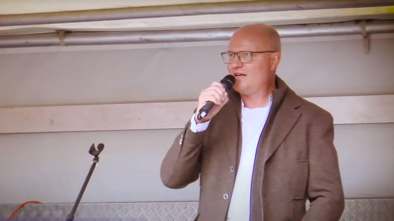 Der Ebikoner Hausarzt Andreas Heisler auf einer Corona-Demo.