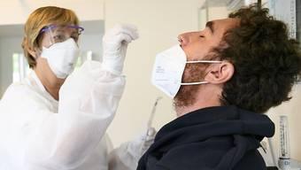 In den vergangenen 24 Stunden wurden dem Bundesamt für Gesundheit (BAG) 182 neue Virusansteckungen gemeldet. (Symbolbild)
