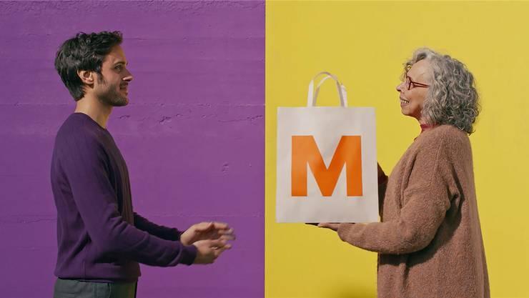 So sieht die Migros ihre Heimlieferung: Wer einkauft, kann auch noch für andere miteinkaufen.ho