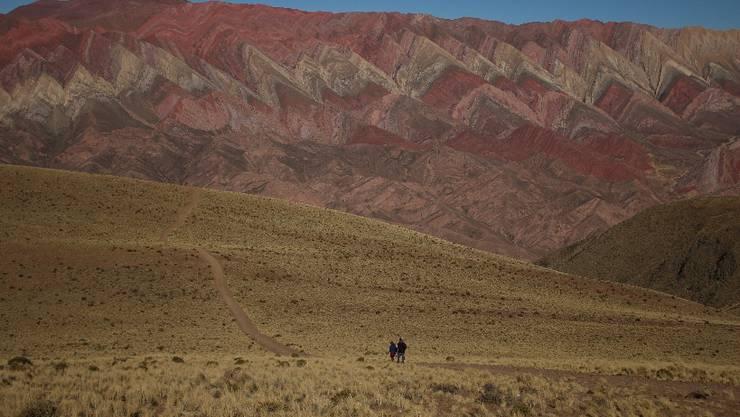 Unsere Woche beginnt in Humahuaca, ganz im Nordwesten Argentiniens. Das Städtchen selbst ist mässig spektakulär. Eine Gebirgskette ganz in der Nähe dafür umso beeindruckender.