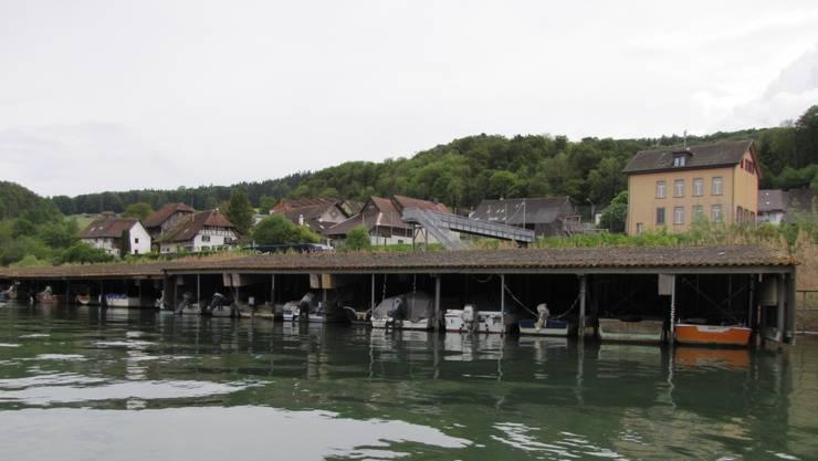 Hier beim Bootssteg in Rümikon wurden zehn Bootsmotoren entwendet