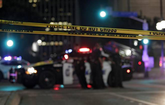 Fünf Polizisten wurden getötet. Sieben Polizisten und auch zwei Zivilisten wurden verletzt.