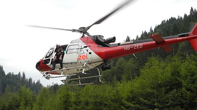 Bei der Suchaktion kam auch ein Helikopter zum Einsatz (KAPO SZ)