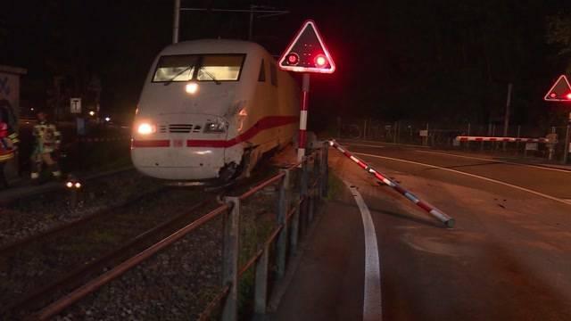 17 Verletzte nach Zugkollision mit Car