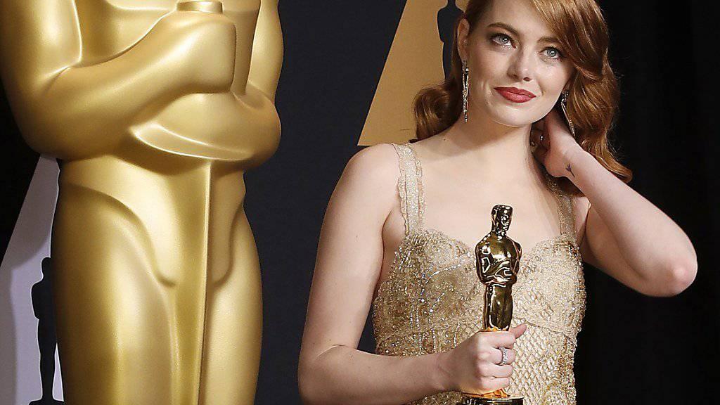 """Emma Stone liebt """"verdammt nochmal"""" den Film """"Moonlight"""", auch wenn er ihrem Film """"La La Land"""" sozusagen den Haupt-Oscar vor der Nase weggeschnappt hat."""