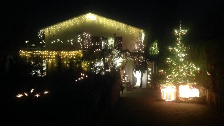 Weihnachts-Beleuchtung EFH am Fichtenrain in Therwil