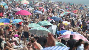 Dichtes Gedränge am Strand im britischen Southend. Foto: Yui Mok/PA Wire/dpa