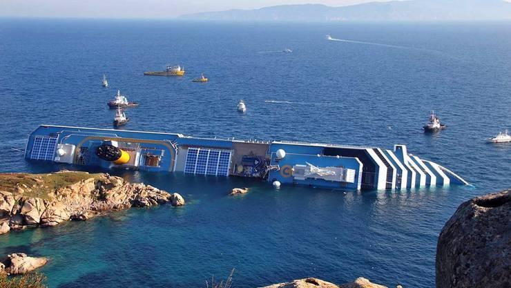 13. Januar 2012: Die Costa Concordia rammt einen Felsen vor der Insel Giglio und kentert. 32 Personen sterben.