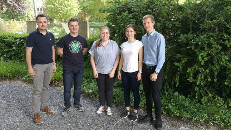 Der neue Vorstand (v.l.), bestehend aus Reto Imesch (Kassier), Christoph Schlienger (Social Media), Sabrina Friedli (Aktuarin), Andrea Marti (Vizepräsidentin) und Martin Mennet (Präsident)