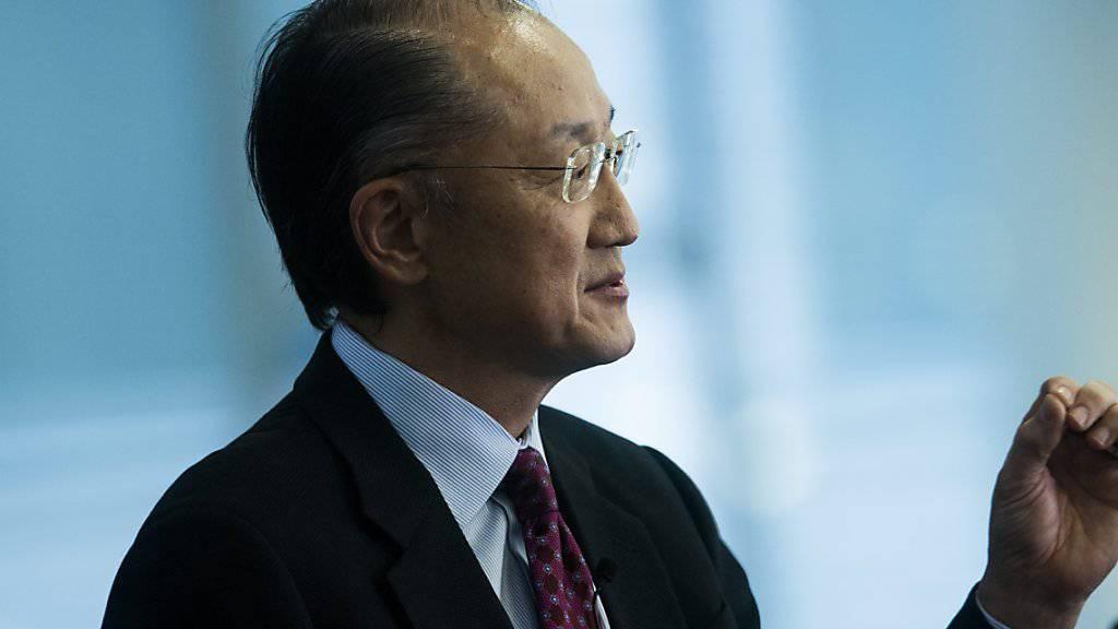 Weltbankpräsident Jim Yong Kim zeigt sich vor allem besorgt über die niedrigen Rohstoffpreise. (Archiv)