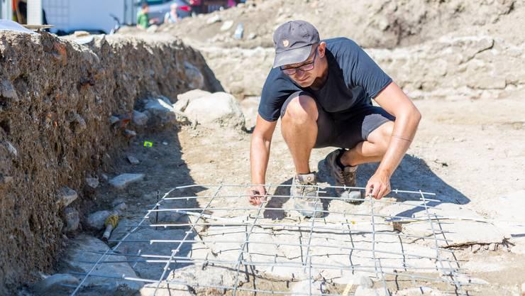 Bevor hier eine Überbauung gebaut wird, werden die Spuren des römischen Gutshofs ganz genau dokumentiert.