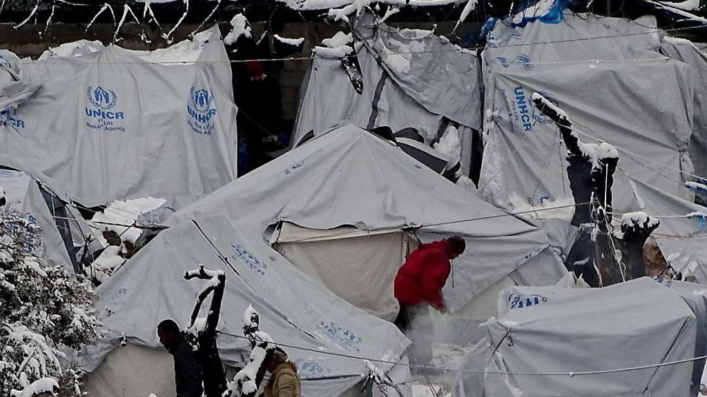 Eingeschneites Zeltlager für Flüchtlinge auf Lesbos