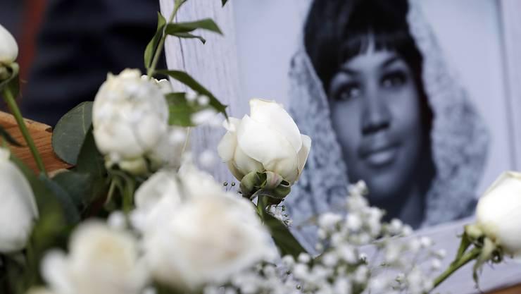 Fans und berühmte Kollegen trauern um die legendäre Soul-Sängerin Aretha Franklin. (Foto: Marcio Jose Sanchez/AP)