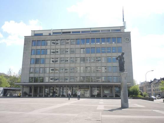 Das Rathaus wurde in den 1950er-Jahren mitten im Niemandsland gebaut. Der Ratsaal im 5. Stock existierte bereits, als es den Einwohnerrat gar noch nicht gab.