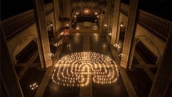 Das Lichterlabyrinth lädt zu Besinnung auf die Mitte und Selbstreflexion.