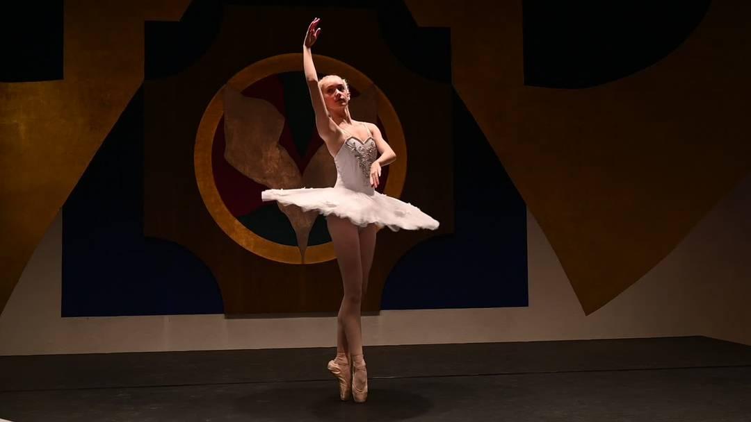 Cléa Guerry tanzt an der Verleihung des Grenchner Kulturpreises 2020 den sterbenden Schwan