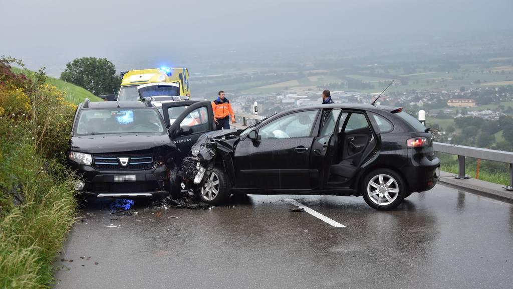Sieben Verletzte nach Frontalcrash am Stoss – 19-Jähriger geriet auf Gegenfahrbahn