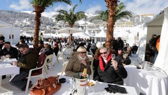So viele Touristen wie schon lange nicht mehr feiern in St. Moritz Silvester. Keystone