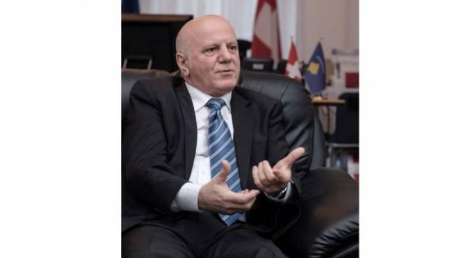 Der kosovarische Botschafter, Mustafe Dzemaili, erklärt der «Schweiz am Sonntag» die Folgen des Uefa-Entscheids. Foto: Mario Heller