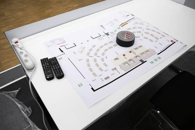 Ein Plan liegt auf einem Tisch im neu eingerichteten Ständeratssaal.
