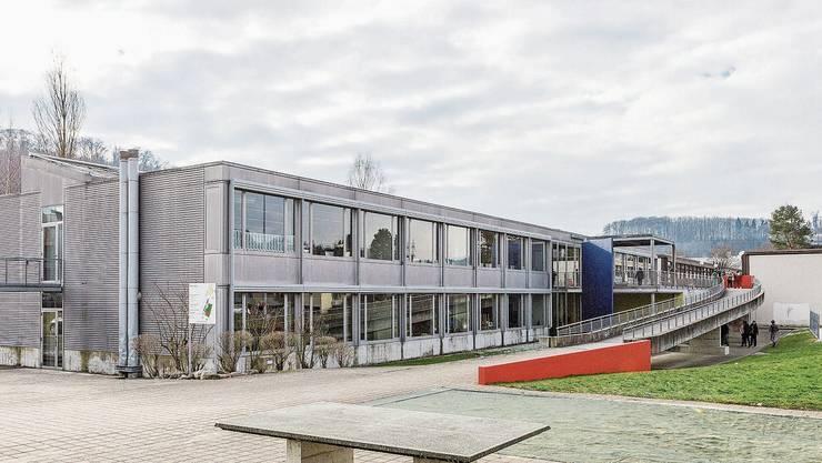 Muss saniert werden: Das Schulgebäude Brüelmatt in Birmensdorf.