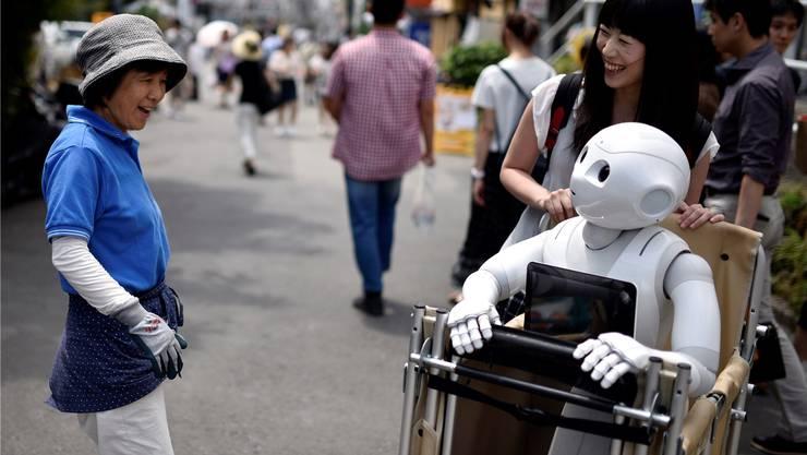Roboter verändern unser Leben – wie dieser Humanoide in Tokio. Die Frage ist: Sollen sie auch unsere Zimmerpflanzen giessen, oder tut uns die Tätigkeit gut? KEYSTONE