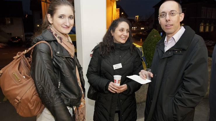 AZ Mitarbeiter (von links): Yvonne Lichtsteiner (Volontärin Ressort Baden, Zaira Noro (Marketingmanager Nutzermarkt), Thomas Röthlin (Stellvertretender Leiter Aargau Regionen und Ressortleiter Aargau West)