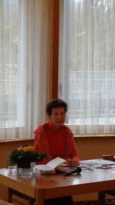 """Rosmarie Keller, wohnhaft in Untersiggenthal, aufgewachsen in Baden, Ausbildung an der Schauspielschule Zürich, schreibt seit 1965 regelmässig für verschiedene Zeitungen und Bücher, z.B.: """"Paulinenspital"""", """"Die Wirtin"""", """"Ich bereue nicht einen meiner Schritte - Leben und Prozess der Ärztin Caroline Farner""""."""