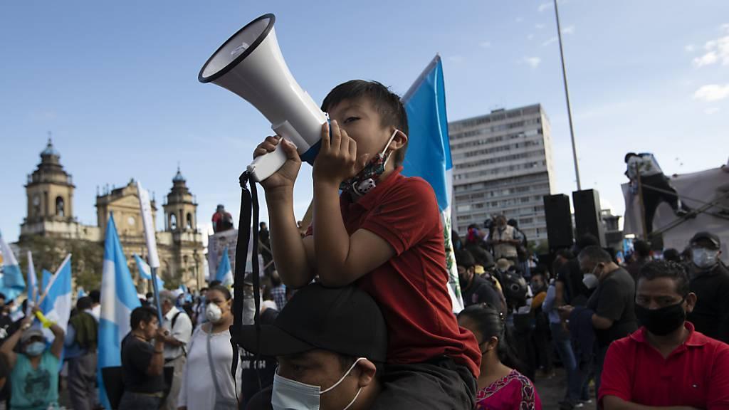 Erneut Zusammenstösse bei Protesten gegen Regierung