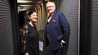 Fritz Gerber, im Bild mit Ehefrau Renate (2015), ist einer der grossen Schweizer Wirtschaftsführer der Nachkriegszeit. Er wird am 22. März 90 Jahre alt. Er prägte gleich zwei Grossunternehmen nachhaltig: Zeitgleich leitete er den Pharmakonzern Roche und den Versicherungskonzern Zürich.