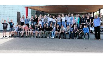 «England wir kommen»: Die 50 Schülerinnen und Schüler der Kreisschule Gäu und ihr Lehrer Urs Müller können es kaum erwarten, bis es am 7. Juli losgeht.