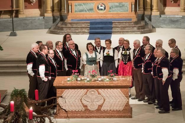 Die vereinigten Jodlerchöre Balsthal, Selzach und Utzentorf in Balsthal.
