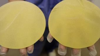 Zehntausenden Frauen wurden PIP-Brustimplantate eingesetzt, die mit Industriesilikon gefüllt waren. Die Betroffenen haben nach dem EuGH-Urteil jedoch kaum Chancen auf den Erhalt von Schmerzensgeld. (Archiv)