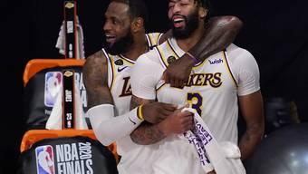LeBron James (links) und Anthony Davis bleiben dem NBA-Champion erhalten