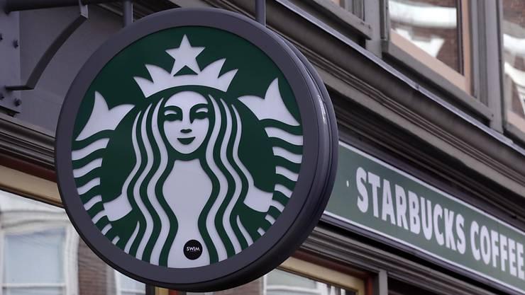 Die Kaffeehaus-Kette Starbucks hat weltweit rund 30'000 Filialen. (Archivbild)