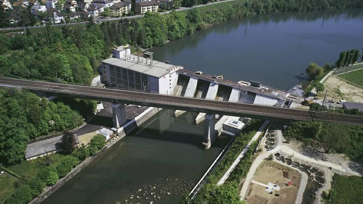 Luftaufnahme des EWZ-Kraftwerks Wettingen.
